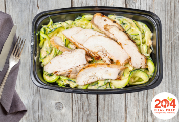 Grilled Chicken Breast with Zucchini Noodles and Cheese Sauce | Keto